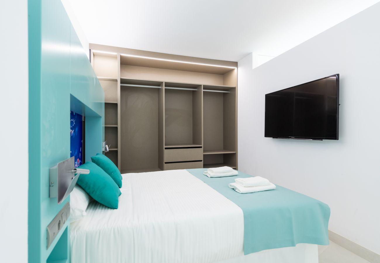 Dormitorio completamente renovado Edificio Edison Las Palmas.