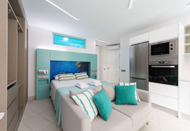 Appartement à Las Palmas de Gran Canaria - NEW, DOWNTOWN, PEDESTRIAN AREA NEAR THE BEACH AT THE HEIGHTS WITH WIFI APARTAMENT GETAWAY 404
