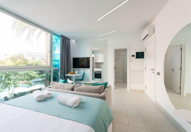 a Las Palmas de Gran Canaria - NEW, DOWNTOWN, PEDESTRIAN AREA NEAR THE BEACH AT THE HEIGHTS WITH WIFI APARTAMENT GETAWAY 402