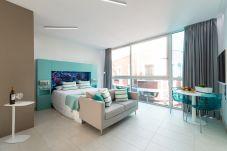 Appartamento a Las Palmas de Gran Canaria - NEW, DOWNTOWN, PEDESTRIAN AREA NEAR THE BEACH AT THE HEIGHTS WITH WIFI APARTAMENT GETAWAY 402