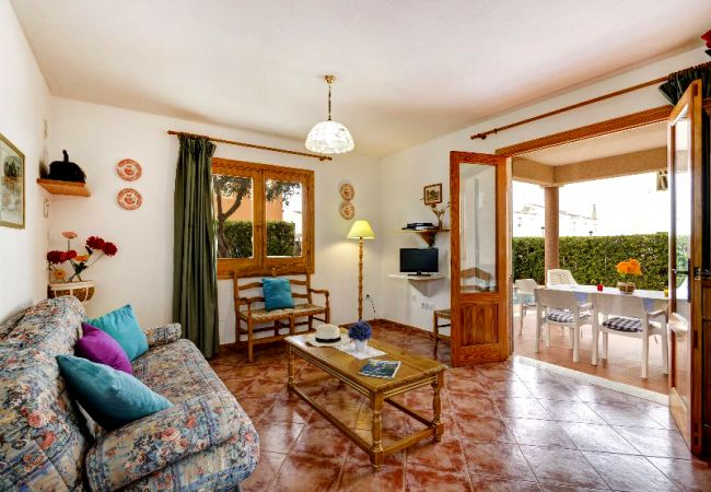 Villa in Cala Blanca - Private villa with 3 double bedrooms and private pool