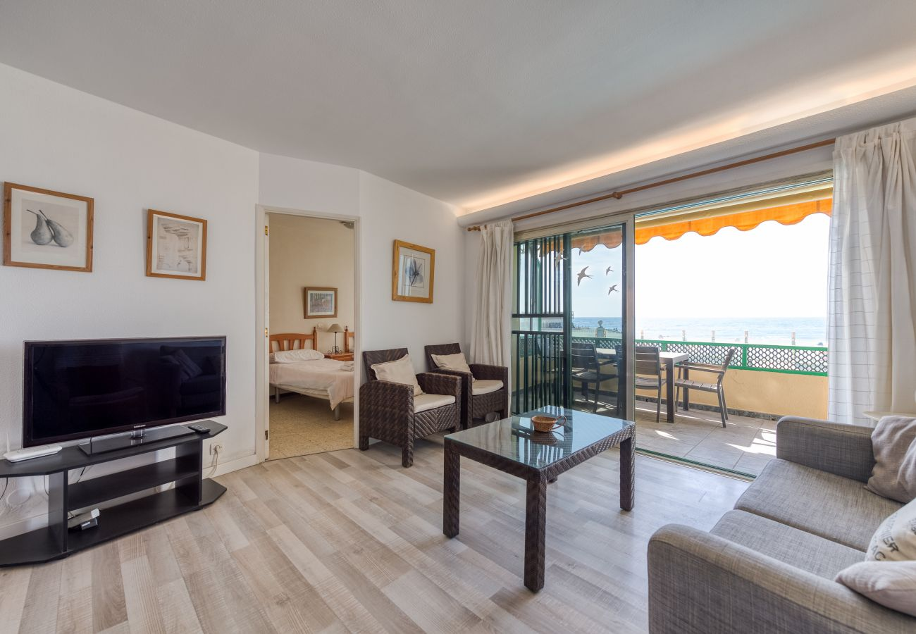 Apartment in San Bartolomé de Tirajana - FRONT LINE AND BEACH VIEWS. WIFI, PARKING AND PERFECT FOR FAMILIES