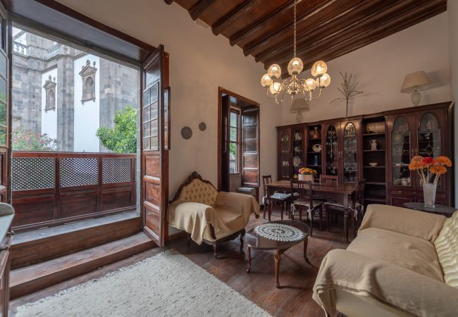 Apartment in Las Palmas de Gran Canaria - ESTERLIZIA. HISTORIC BUILDING