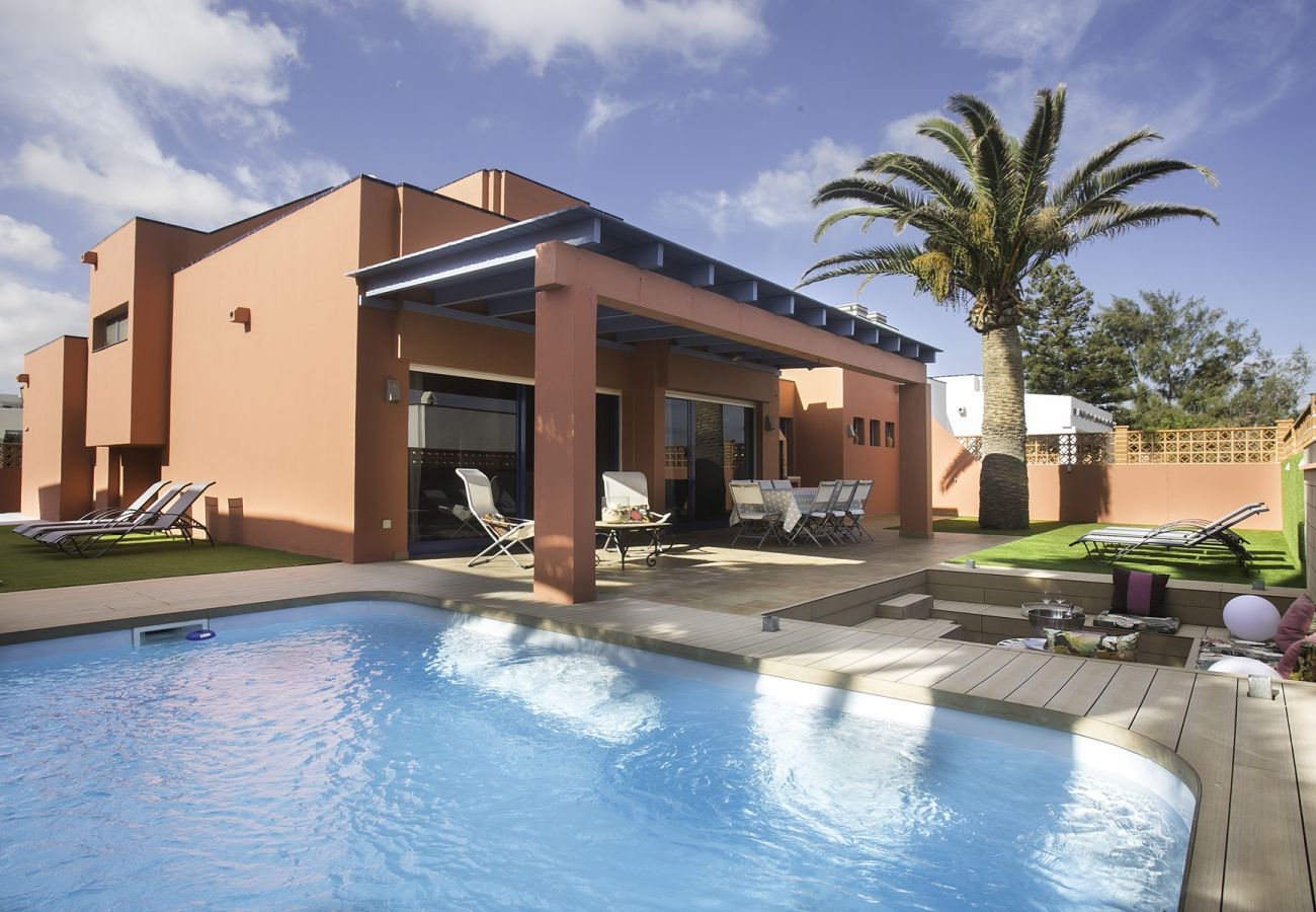 Villa in Corralejo - Villa long beach.Swimming pool by CanariasGetaway