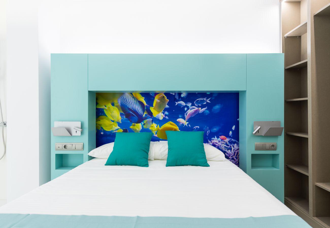 Completely renovated bedroom Edificio Edison Las Palmas.