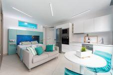 Apartment in Las Palmas de Gran Canaria - NEW, DOWNTOWN, PEDESTRIAN AREA NEAR THE BEACH WITH WIFI APARTAMENT GETAWAY 104