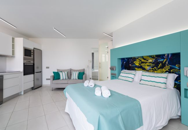 Apartment in Las Palmas de Gran Canaria - NEW, DOWNTOWN, PEDESTRIAN AREA NEAR THE BEACH  AT THE HIGHTS WITH WIFI APARTAMENT GETAWAY 403