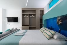 Apartment in Las Palmas de Gran Canaria - NEW, DOWNTOWN, PEDESTRIAN AREA NEAR THE BEACH AT THE HEIGHTS WITH WIFI APARTAMENT GETAWAY 404