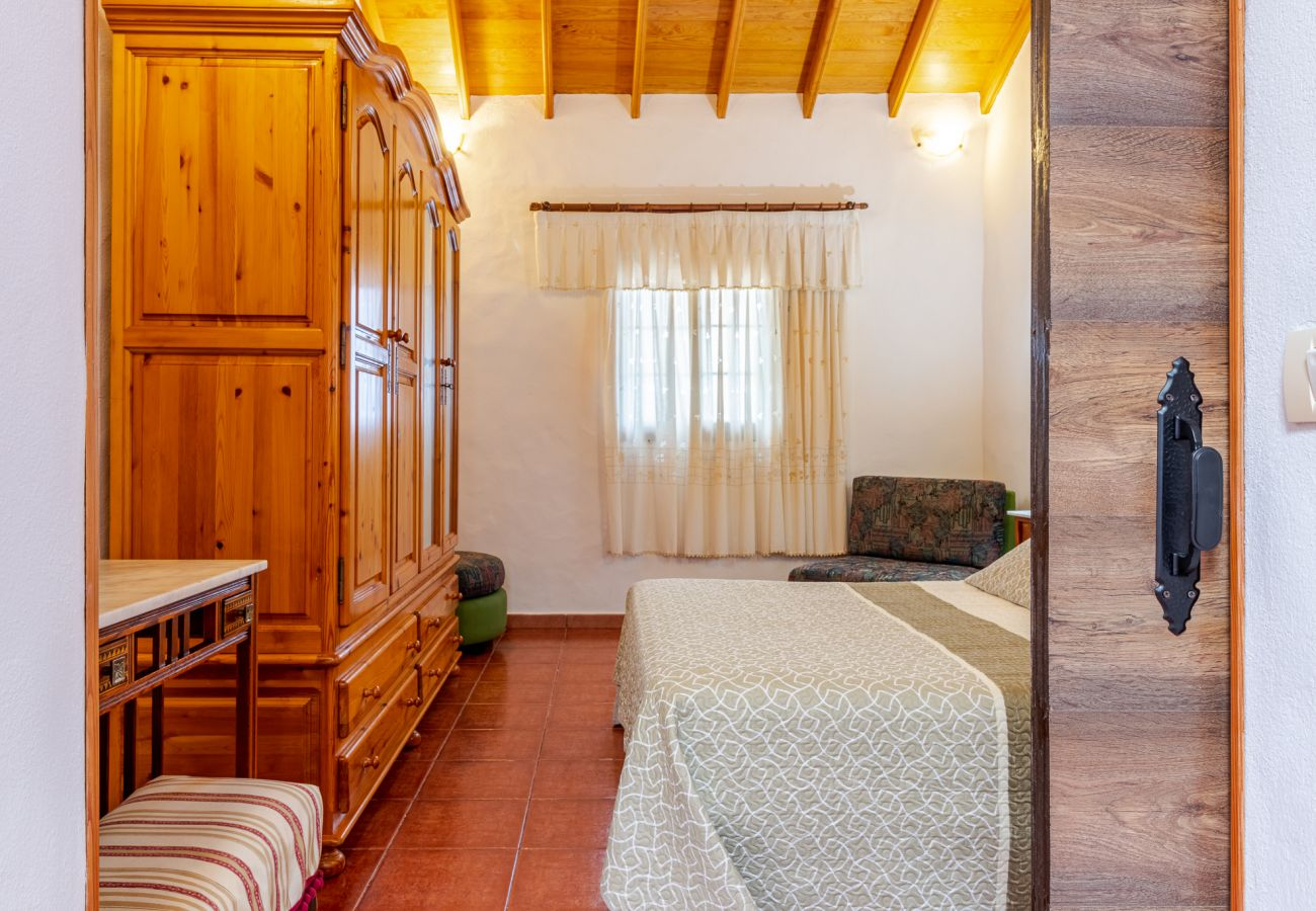 Cottage in Moya - Mari House With Jacuzzi and BBQ by CanariasGetaway