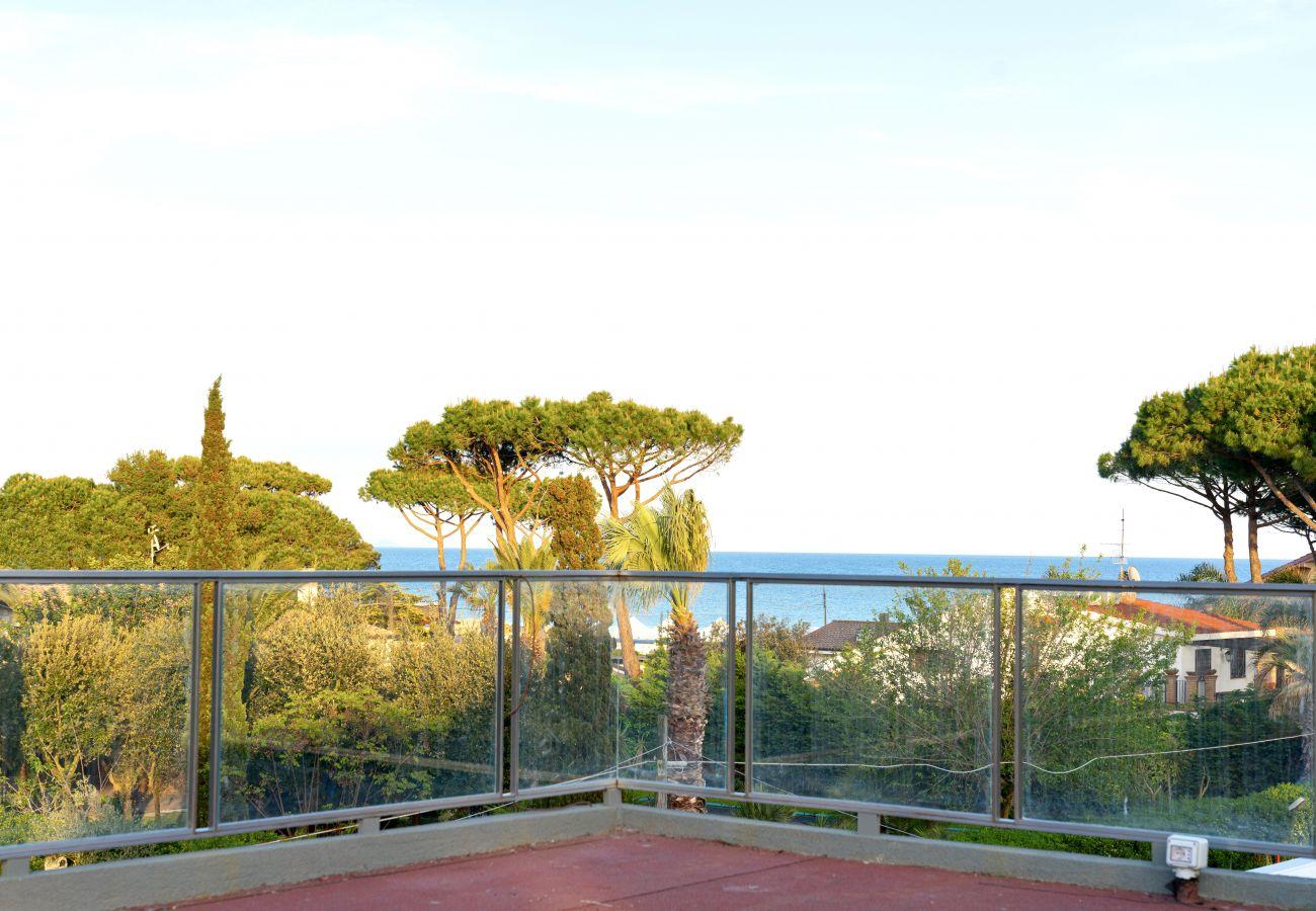 Villa in Terracina - Sea view villa with direct access to the sea